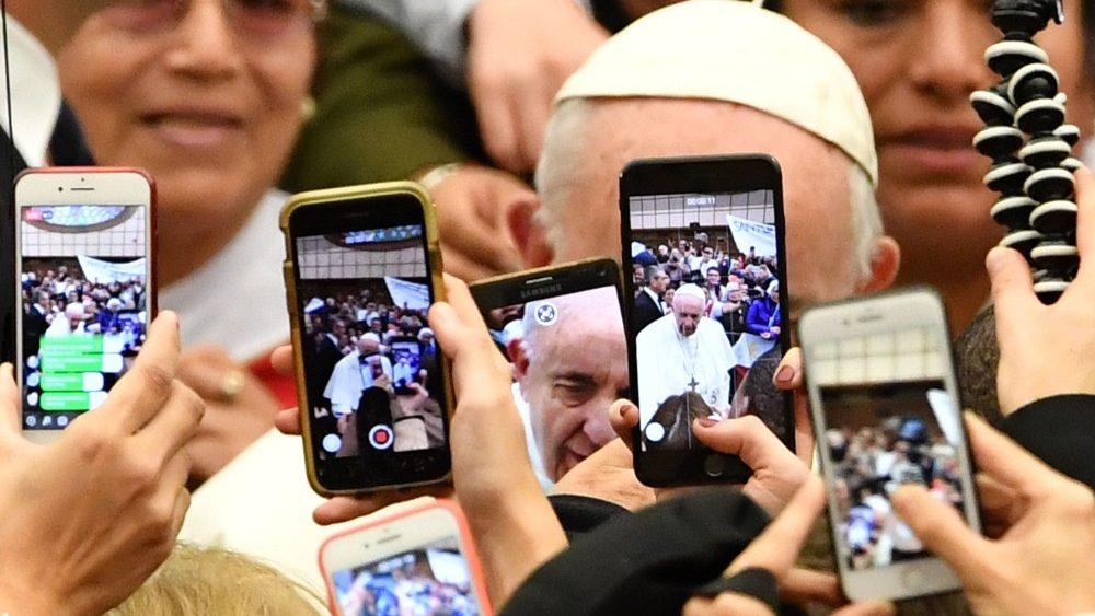 topshot-vatican-pope-audience-1547025833468.jpg