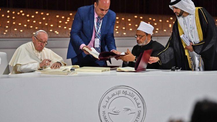 ĐTC và Đại Iman Ahmad al Tayyeb  ký tuyên ngôn chung