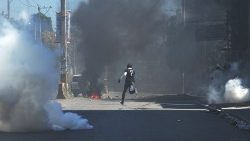 Demonstrators flee teargas fired by Haitian police on 4th day of riots