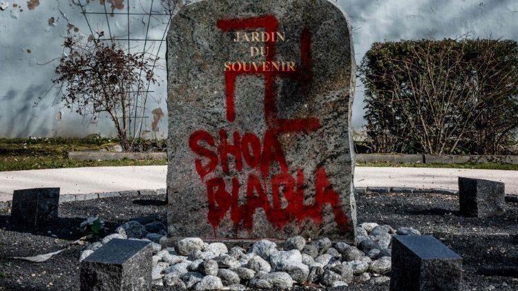 Francja zmaga się z antysemityzmem, Kościół wskazuje przyczyny