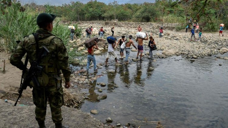 Venezuelans attempt to cross the border into Colombia after opposition efforts to bring in humanitarian aid were halted by the government
