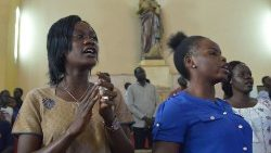 South Sudanese Catholic fatihful at prayer