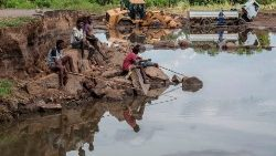 malawi-weather-flood-1552589750030.jpg