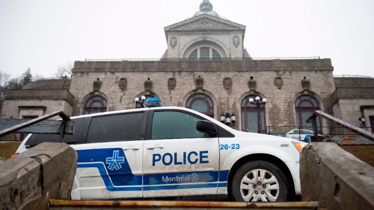 Montreal priest stabbed during mass, hospitalized
