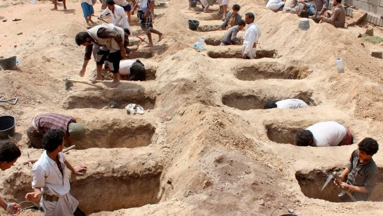 Yemenis dig graves for children after their schoolbus was hit during an airstrike