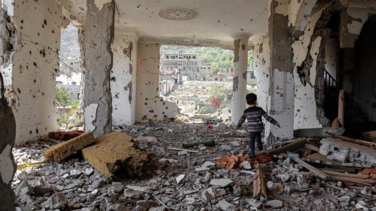 La devastazione dei bombardamenti in Yemen