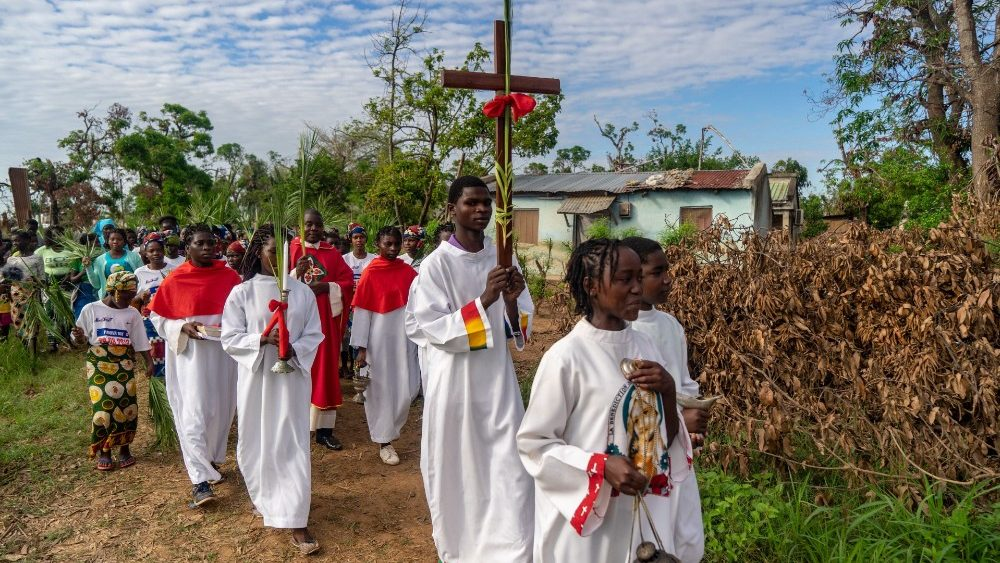 topshot-mozambique-palm-sunday-cyclone-1555339130360.jpg