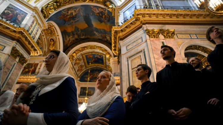 Russische Orthodoxe am Palmsontag in St. Petersburg