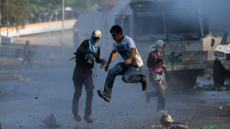 Anti-government protesters clash with security forces in Caracas