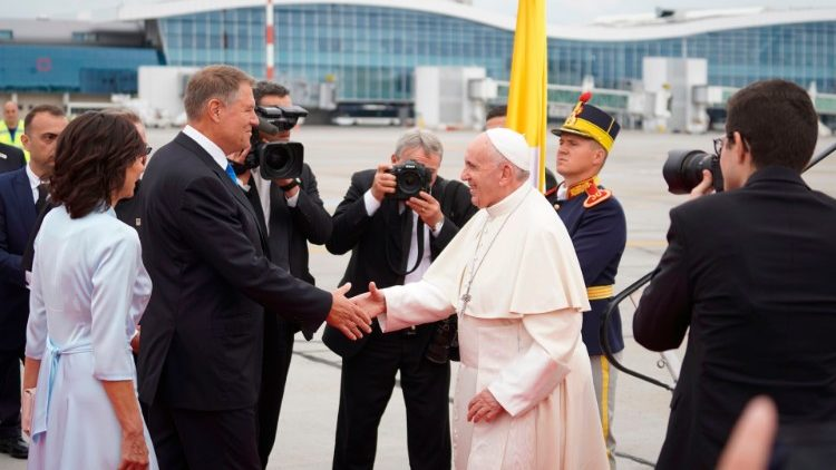 Pope Francis greets the President of Romania