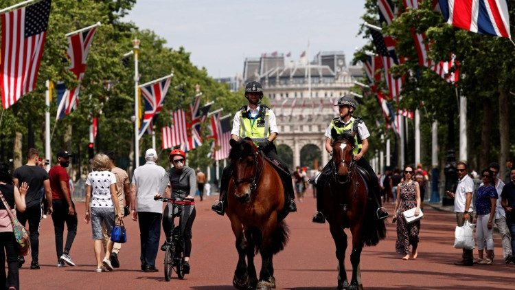 US and UK flags line London's Mall for State visit