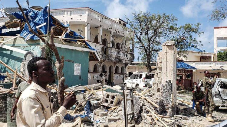 An attack on the Medina Hotel of Kismayo kills at least 26 people