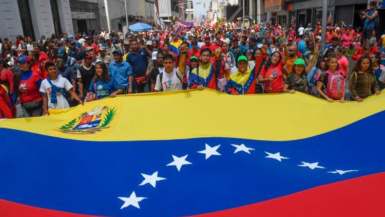 Pro-government supporters rally in Caracas