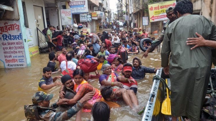 The Indian states of Kerala, Karnataka, Maharastra and Gujarat have been hit by heavy monsoon floods.