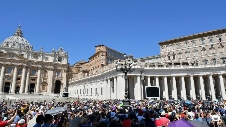 People gathered to hear Pope Francis in Angelus Prayer at the window of the Apostolic Palance