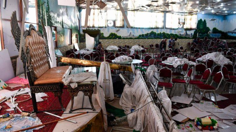 Attentato durante un ricevimento nuziale a Kabul con 63 morti e 182 feriti