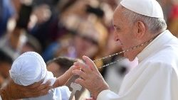 TOPSHOT-VATICAN-POPE-AUDIENCE-RELIGION