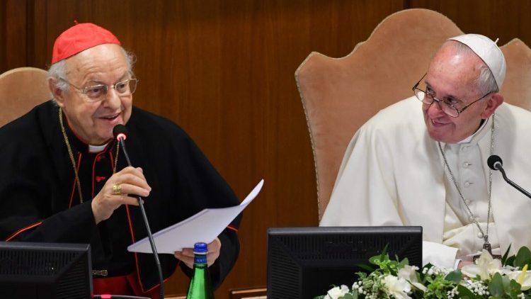 Papež Frančišek in kardinal Baldisseri