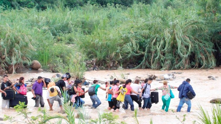 Venezuellans crossing over to Cucuta in Colombia, throuhg illegal trails.