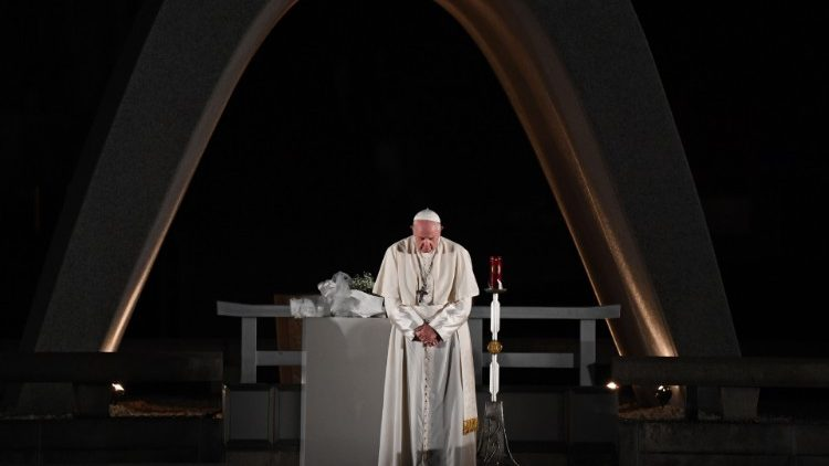 黙祷を捧げる教皇フランシスコ 広島・平和記念公園 2019年11月24日