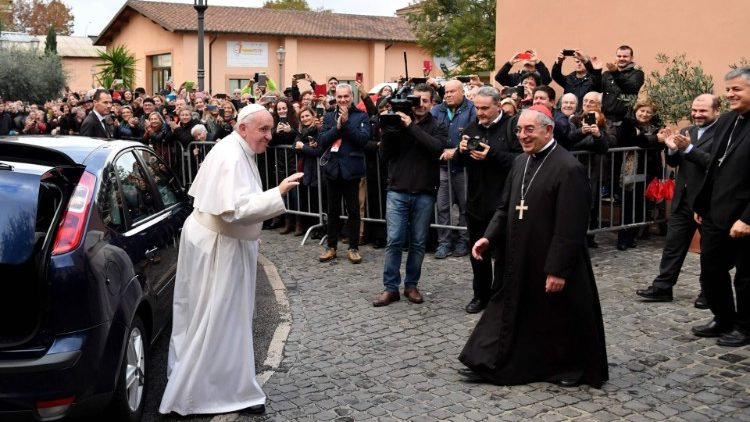 """El Papa llega a la """"Ciudadela de la caridad"""""""