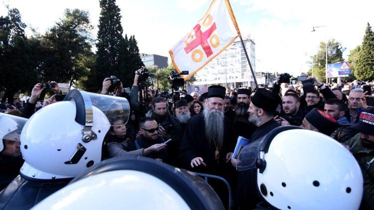SPC na čelu noćnih kolona u Crnoj Gori i Srbiji