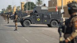 Iraqi counter-terrorism forces in front of the US embassy in Baghdad