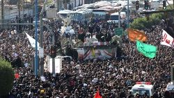 Crowds surround the coffin of General Soleimani in the Iranian city of Ahvaz