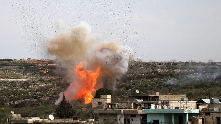 Siria: bombardamenti nella regione di Idlib