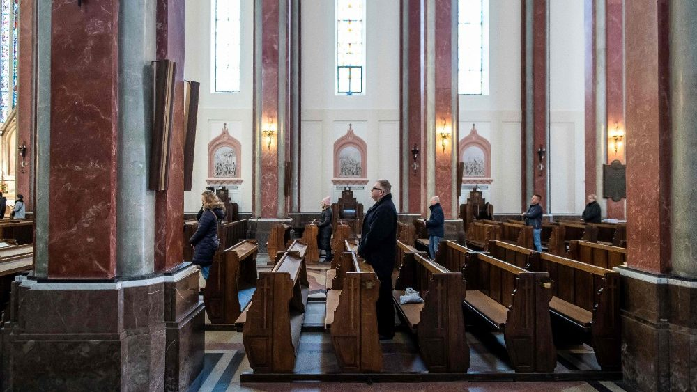POLAND-HEALTH-VIRUS-EPIDEMIC-RELIGION-CHURCH