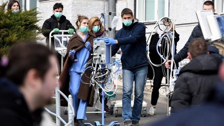 Medical staff evacuate a maternity hospital in Zagreb after the earthquake