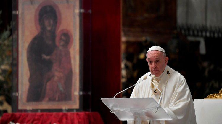 VATICAN-RELIGION-POPE-HEALTH-VIRUS-EASTER-MASS