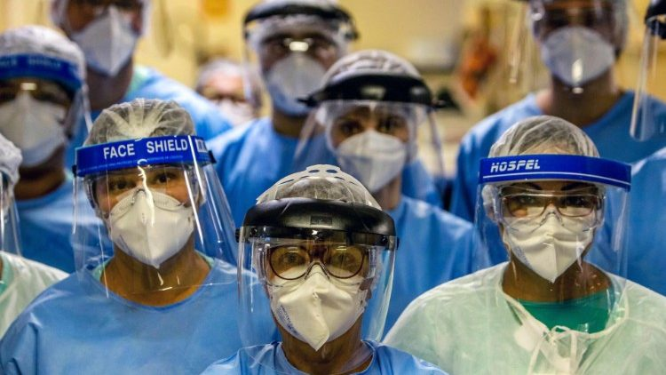 A group of doctors working with patients infected with Covid-19 wear face shields, Brazil