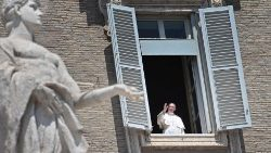 Pope to resume Regina Coeli from St Peter's Square
