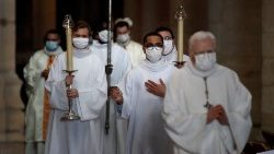 Holy Mass celebrated with health precautions