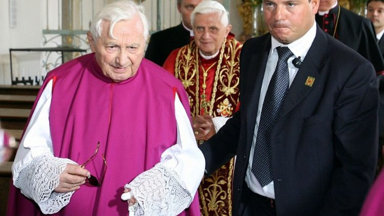 FILES-GERMANY-VATICAN-POPE-GEORG RATZINGER-OBIT