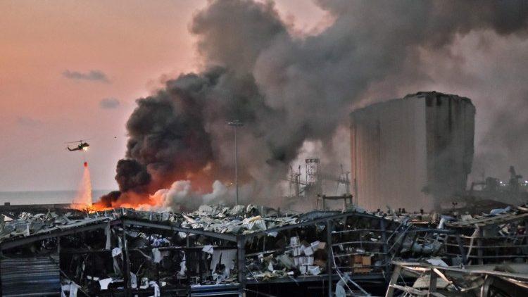 Puerto de Beirut después de la explosión.