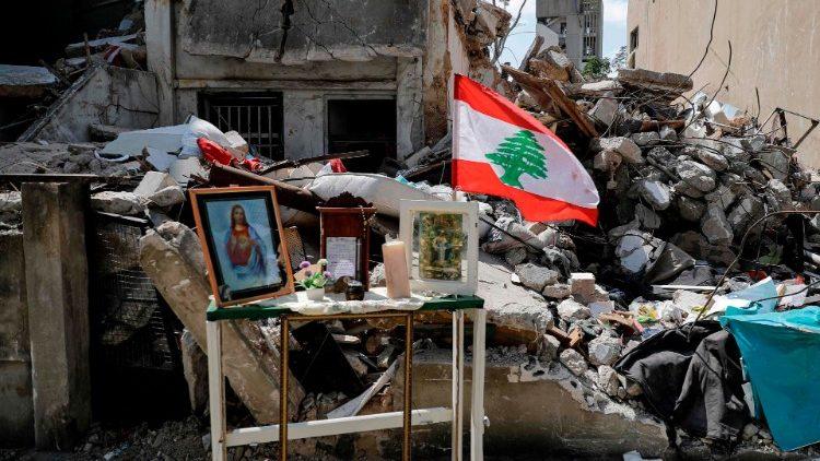 Un oratoire improvisé devant un immeuble en ruines à Beyrouth, après l'explosion du 4 août.