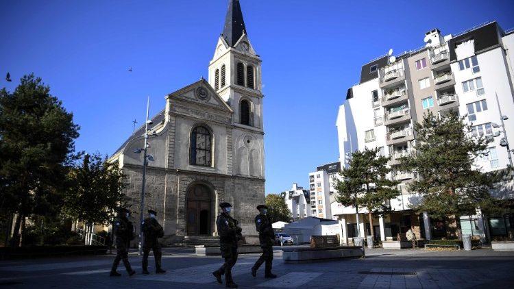 Seules les célébrations d'obsèques restent autorisées pendant le reconfinement en France, dans la limite de 30 personnes.