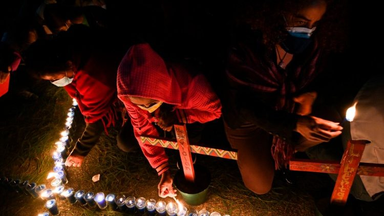 Guatemalans lights candles in memory of women slain in domestic violence