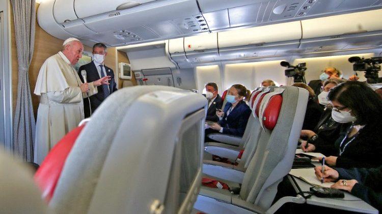 Toàn văn cuộc phỏng vấn ĐTC trên chuyến bay từ Iraq về Roma