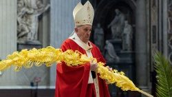 TOPSHOT-VATICAN-RELIGION-POPE-PALM-SUNDAY-MASS