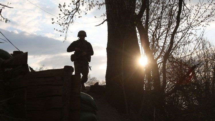 A soldier in the area of the border between Ukraine and Russia