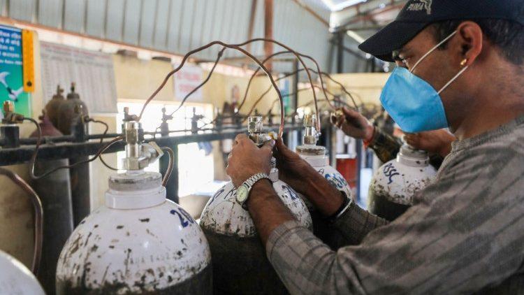 Bình oxy sử dung cho người bệnh ở Ấn Độ