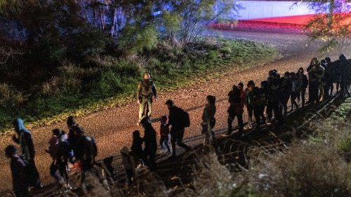 Migrants cross into Texas from Mexico, 30 April 2021