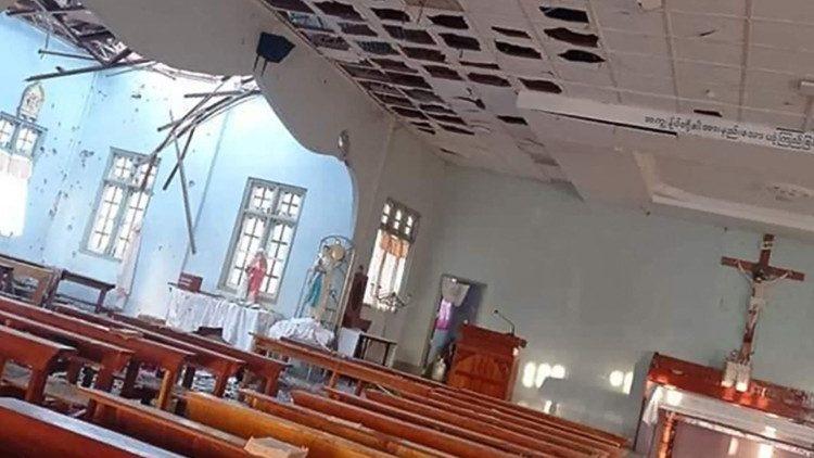 L'église de Kayan Tharyar, frappée par des tirs de mortier ce dimanche en Birmanie