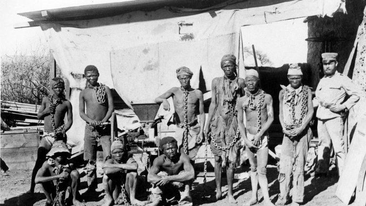 Foto tirada durante a guerra da Alemanha contra os Herero e os Nama, entre 1904 e 1908