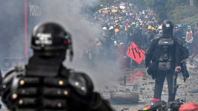 Tình hình hỗn loạn tại Colombia