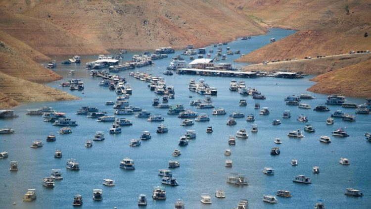 Hạn hán tại hồ Oroville, California