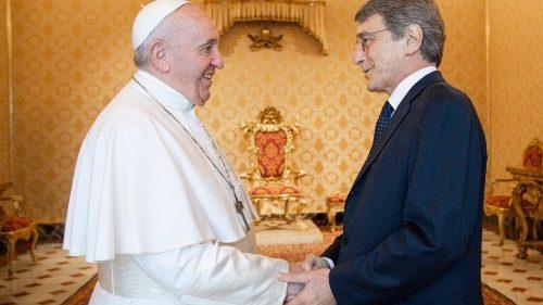 Entrevista a Sassoli: aliento del Papa para defender a los más débiles